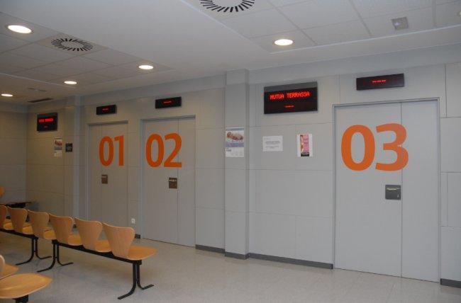 El Hospital Universitari Mútua Terrassa mejora su sistema asistencial con la solución Qmatic que ayuda a la gestión de los turnos en las consultas y el direccionamiento de los pacientes